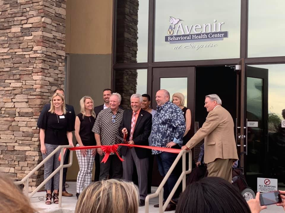 Avenir Behavioral Health Center staff cutting ribbon