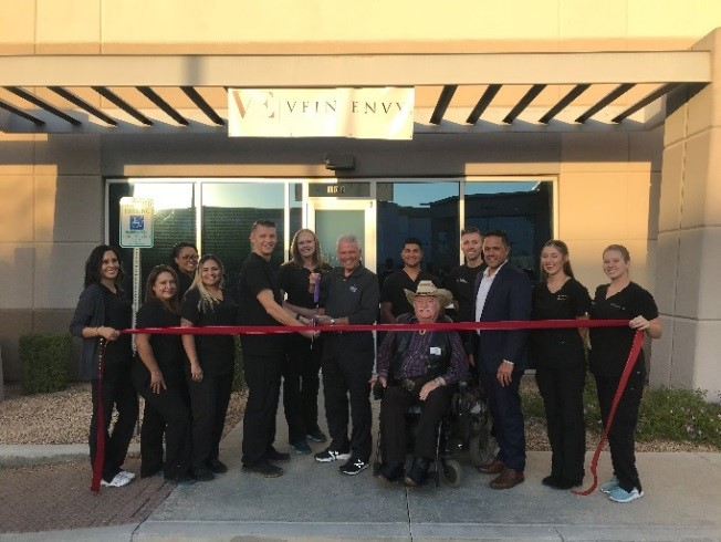Mayor Hall prepares to cut the ribbon at Vein Envy's ribbon cutting ceremony.